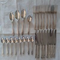 Oneida Queen Bess II 27pcs Flatware Set Community Tudor Plate Silverplate Lot