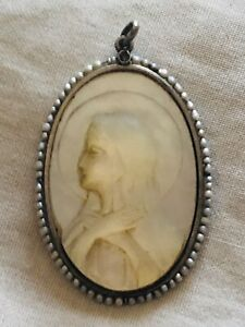 ART DECO MOTHER OF PEARL , STERLING SILVER & F. PEARLS MEDALLION