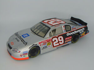 ACTION 2002 KEVIN HARVICK #29 CHEVY GM GOODWRENCH SERVCE NASCAR 1:18