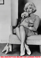 MARILYN MONROE INTERVIEW with DOGGIE 1xRARE8x10 PHOTO