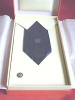 ROYAL MAIL 20 YEARS SERVICE TIE AND LAPEL BADGE IN PRESENTATION BOX.
