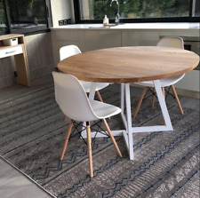 Round table in very good condition Free delivery England