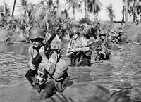 WWII photo Soldiers of the 43rd US Infantry Division cross the river in San/16k