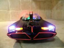 Classic 1966 Batmobile Batman DC Comics with WORKING LIGHTS Hot Wheels 1/18 ut