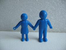 """2 FIGURINES """" main dans la main """" VINTAGE / BLEU MONOCHROME  F62"""