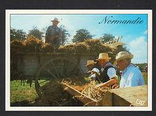 NORMANDIE (14) MOISSONNEUSE BATTEUSE & AGRICULTEUR