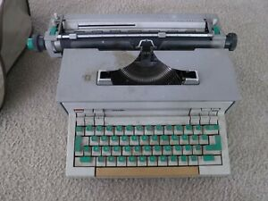 OLIVETTI PRAXIS 48 with Manual for parts