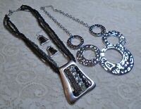 SILVER & BLACK BEADED PENDANT & CIRCLE LINK SILVER TONE NECKLACE LOT