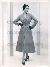 1953 Press Photo Pretty 1950s Woman Models Christian Dior Wool Redingote