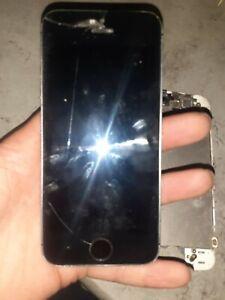 2 Apple iPhone SE 32 Go gris et rose 16go  (vendu hs )