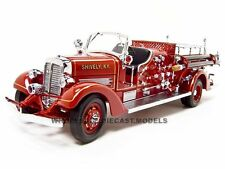 1938 AHRENS FOX VC FIRE ENGINE TRUCK RED W/ACCESSORIES 1:24 ROAD SIGNATURE 20178