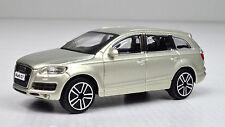 Audi Q7 beigegold metallic Maßstab 1:43 von bburago