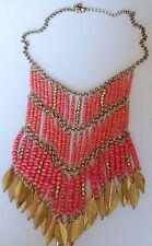 Collier rétro couleur or plastron central perle couleur or et corail feuille C1