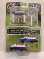 Mini Metals 60002 N Scale Standard 2x Tank Trucks, Sign And Pump Island