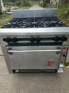 Wolf very heavy duty gas 6 burner range. catering equipment. Cooker oven