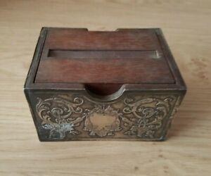 Boite ancienne de distribution de cigarettes, en bois et métal argenté