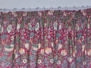 William Morris Strawberry Thief Fully Lined Curtains & Tie Backs In Crimson