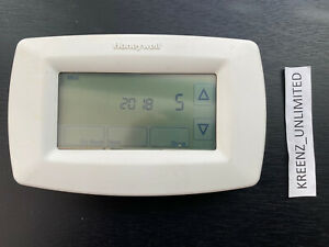 Honeywell 7-Day Programmable Touch Screen Thermostat (RTH7600D1030)
