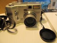 Minolta Konica DiMAGE S304 3.3 MP Digital Camera - Silver