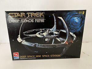 1/2500 Vintage Amt Ertl Star Trek Deep Space Nine USS Defiant Model Kit