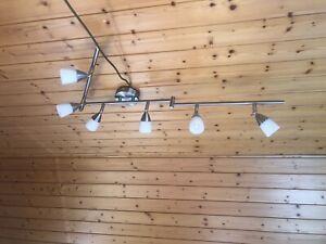 Formschöne Deckenlampe/-strahler, 6 Leuchtköpfe, Chrom, verstellbar 120 cm