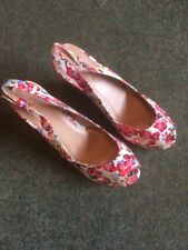 Fiore Ladies Wedge Sandal In Floral Design Size 6