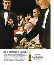PUBLICITE  1971   VEUVE CLICQUOT- PONSARDIN   le champagne   c'est Elle