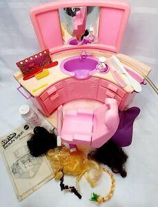 1983 BARBIE BEAUTY SALON Playset Mattel #4839 w/ Hair Pieces Wigs Instructions