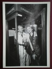 POSTCARD COUPLE IN A PHONEBOX
