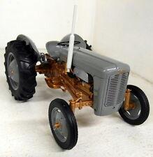 Telaio UH 1/16 scala 2986 FERGUSON FE 35 1956 Grigio / Oro pressofusione modello trattore da fattoria