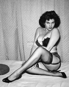 ACTRESS ROBIN BLISS PIN UP - 8X10 PUBLICITY PHOTO (DD298)