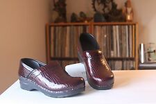 Sanita 36 Bordeaux Crocodile Embossed Patent Leather Stapled Pro Clogs US 5.5-6