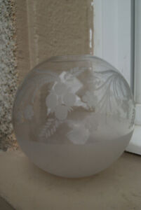 ancien Globe de lampe a pétrole en verre .XIX°gravé fleurs