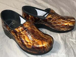 Women's Dansko Size 40 New Without Box