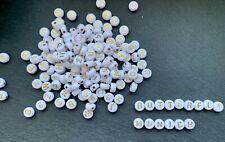 100 Buchstaben Acryl Perlen weiss/gold Buchstabenperlen 7mm Basteln