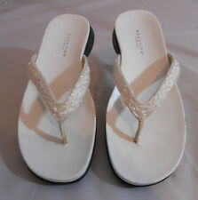 Kenneth Cole Reaction WE HAVE IT Womens Bling Flip Flops Size 7.5 M White