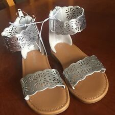 9198b4598923d NWOT CAT   JACK Silver DARA Scalloped Daisy Gladiator Zip Back Sandals Size  12
