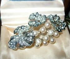Lovely vintage Large Silvertone Clear Crystal leaves berries  Pearl brooch