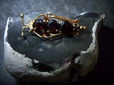 Forma elegante de-co insectos broche granate chicharra oro