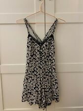 NEW LOOK jumpsuit bodysuit size XS with daisy print on and button front