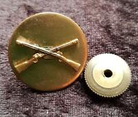 WWII US CROSSED RIFLES INFANTRY INSIGNIA Pin Badge - BRASS SCREW BACK - V GOOD