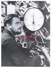 WWII ORIGINAL GERMAN WAR PHOTO KRIEGSMARINE OFFICER INSIDE U-BOAT / U-BOOT