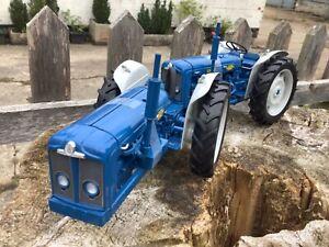 1/16 scale Universal hobbies 6297 Doe Triple D Tractor Traktor tracteur Fordson