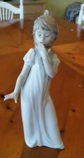 Lladro, Nao,  #230, Yawning Girl, Ready for bed, in mint condition