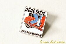 """VESPA PIN/SPILLA """"Real men KICK THEIR SCOOTERS!"""" - v50 PK PX GL GS Roller"""