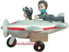 Figura de Boda Novios en Avión para tarta con PLACA GRABADA con Nombres y Fecha.