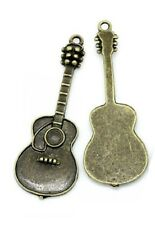026 - LOT de 2 GUITARES BRONZE ** 18 x 50 mm ** CHARM / BRELOQUE / PENDENTIF