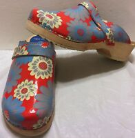 Fantasy Cape Clogs Size 7 US 37 Euro Red Flower Power Slip On Colorful Sweden