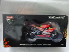 122110846 MINICHAMPS 1/12 Ducati Desmosedici GP11 Inauguración - Valentino Rossi