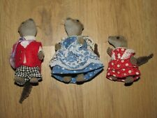 Sylvanian Families Vintage Van Dyke Otter Family Figure's